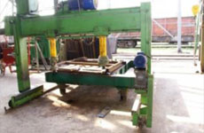 Bench fixture for open wagon door straightening