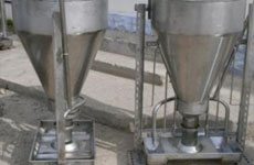 Automatic feeder with wetting system