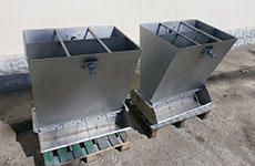 Adjustable Double-Sided Stock feeders with Stainless Steel Trough (UPTM 133.00.000)