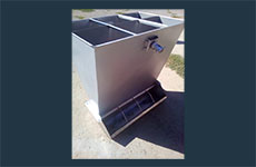 Adjustable double-sided feeder trough with stainless steel UPTM 133.00.000