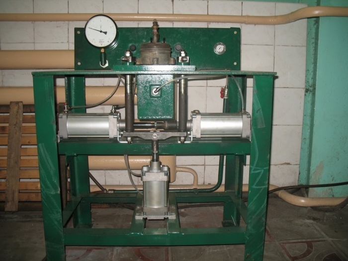 Testing bench for tank wagon check valve