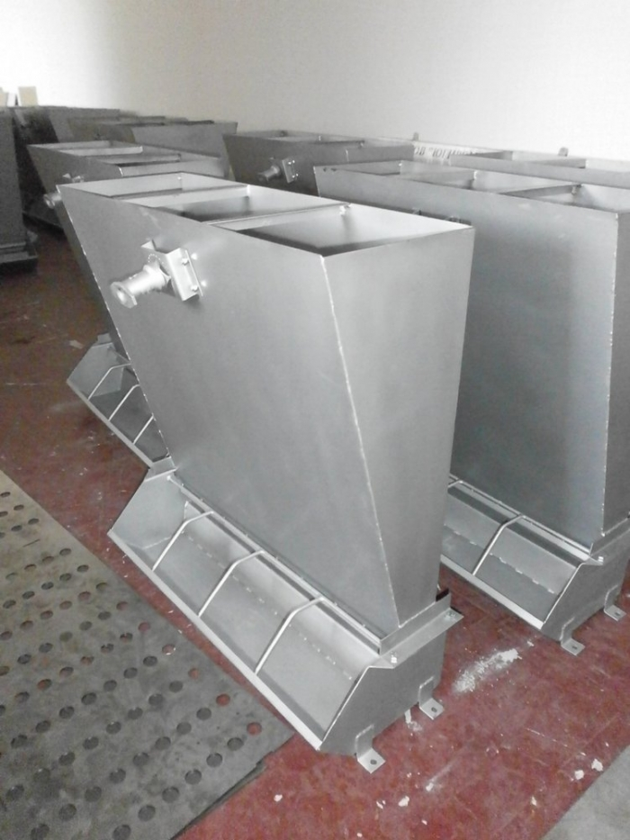 Controlled Pig Feed Trough, with one-sided.
