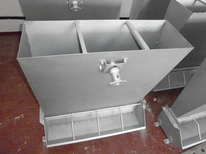 Controlled Pig Feed Trough, one-sided