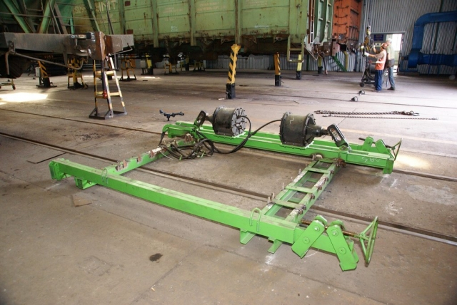 Open wagon sides straightening frame