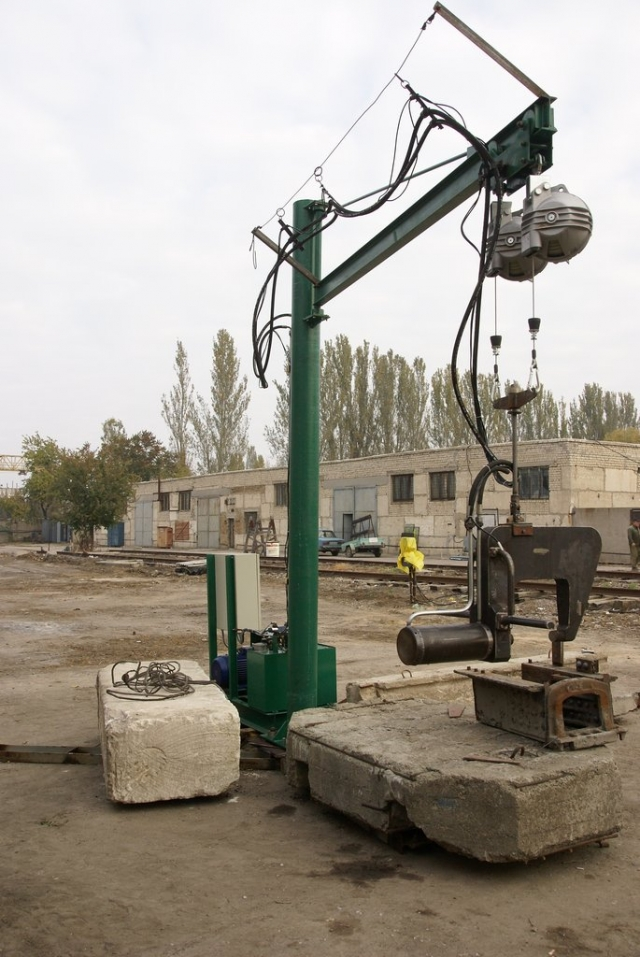 Freight wagon center sill stamping machine