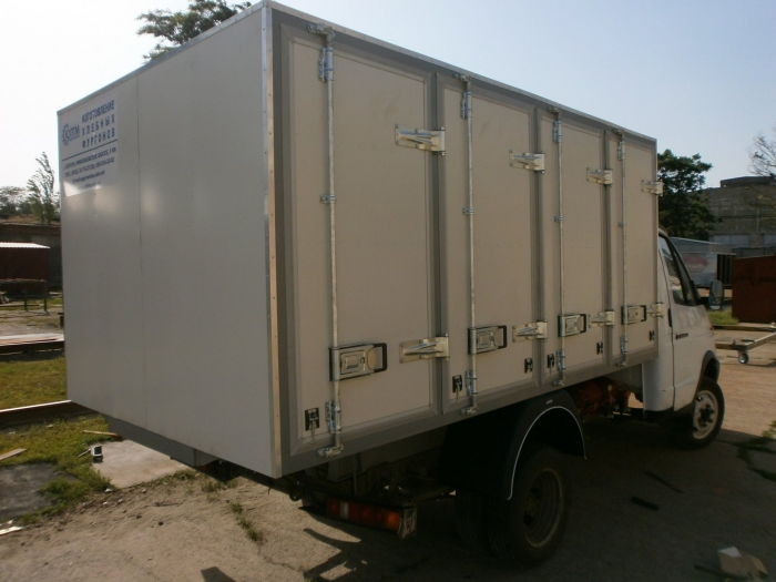 4-door (96 cases) Refrigerated Van