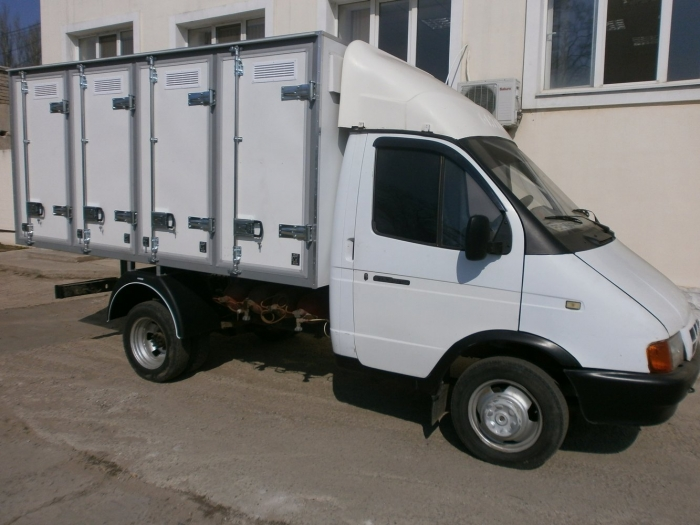 a Bread van with a capacity of 96 trays (4-door) on the chassis of GAZ-3302